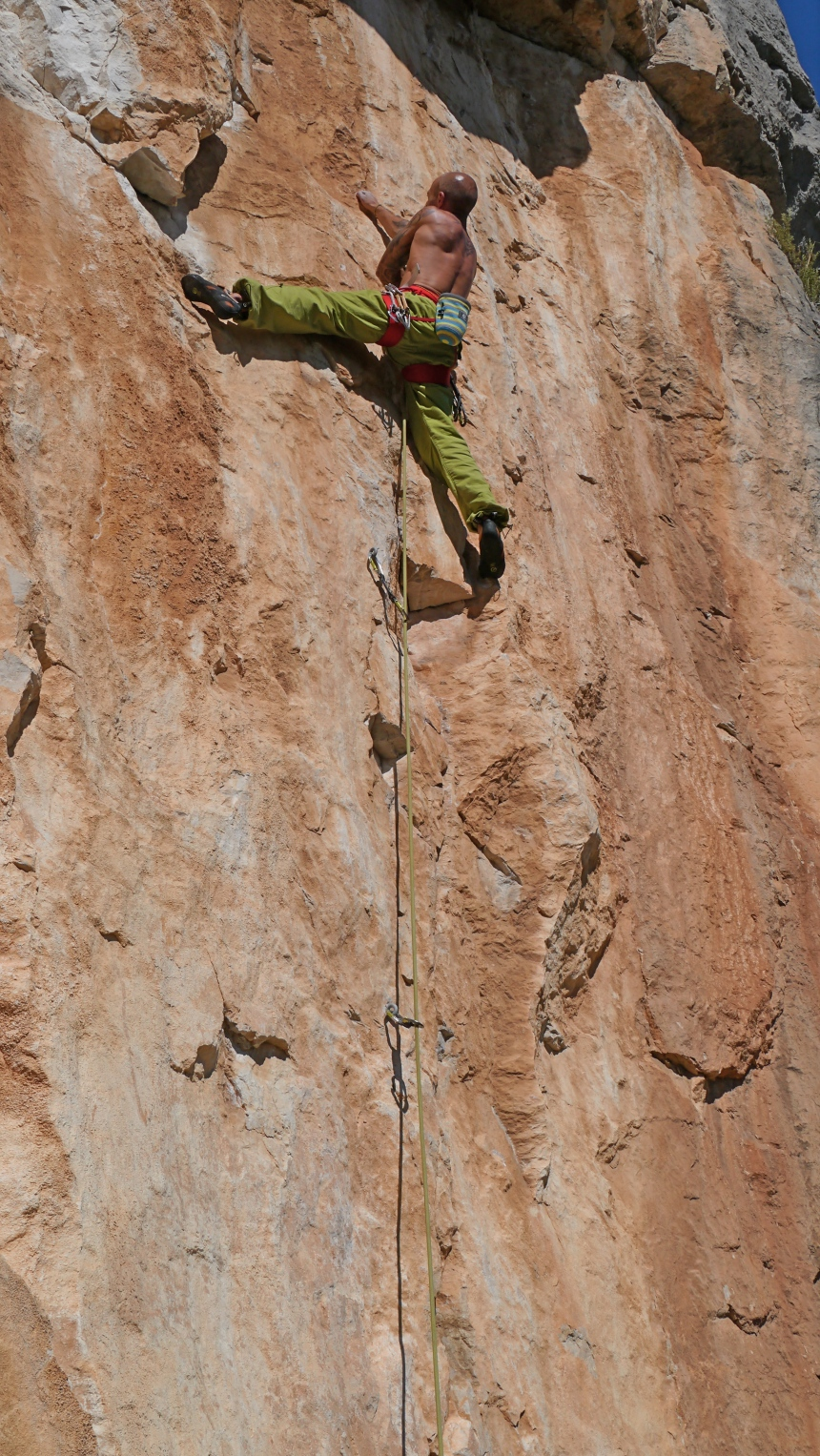 Getting pumped on Ete Orangeux 6b+