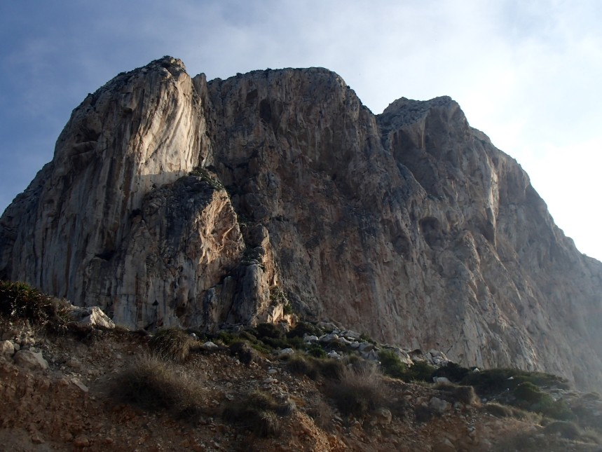 South Face and the Penon, Calpe - spot the climbers!