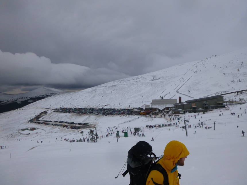 I have never seen so many people skiing at Cairngorm before. Both Cas and Ciste carparks full.