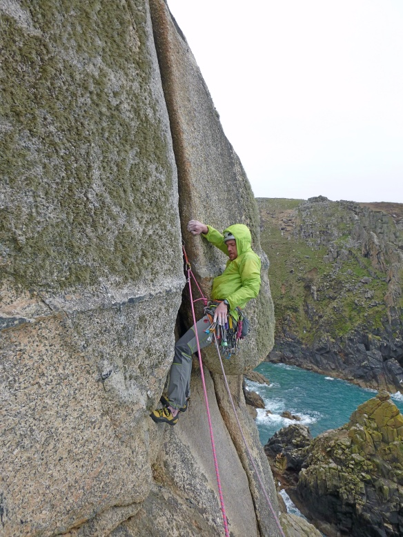 Duncan attacking the Ofwidth on Paragon HVS,5a