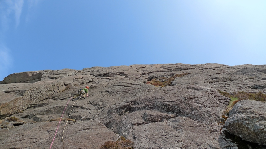 Al on the first pitch of Seabhaic