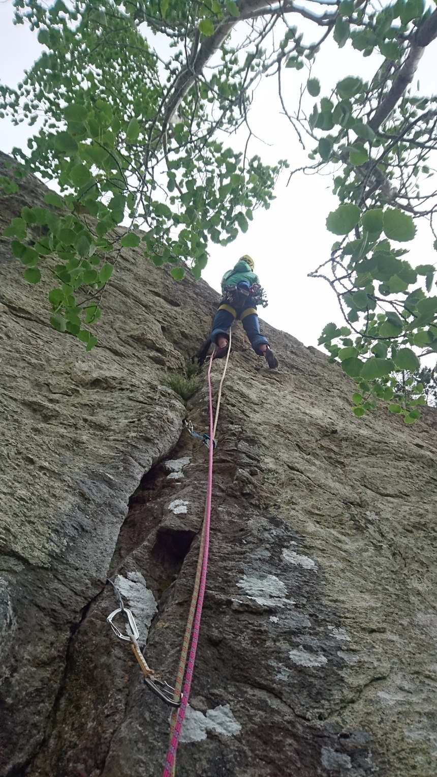 Steep moves on the crux of Monolith Recess